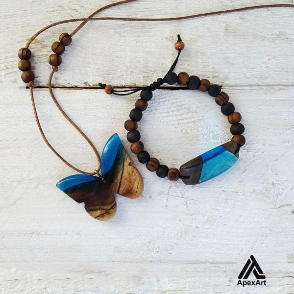 ست دستبند و گردنبند چوبی و رزینی طرح پروانه
