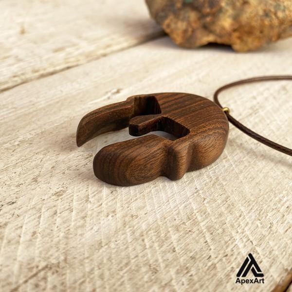 گردنبند چوبی طرح کلاه خود