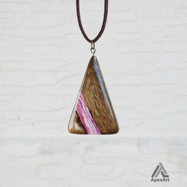 گردنبند چوب و رزین طرح مثلث