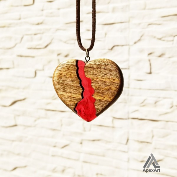 گردنبند چوب و رزین طرح قلب
