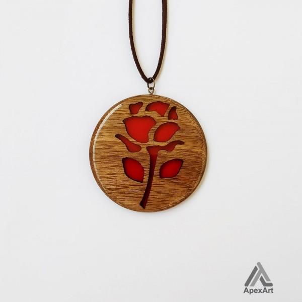 گردنبند چوب و رزین طرح قلب گل رز