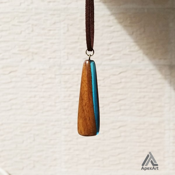 گردنبند چوب و رزین طرح فرزان