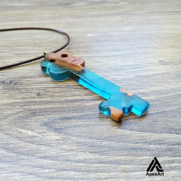 گردنبند چوبی و رزینی طرح کلید